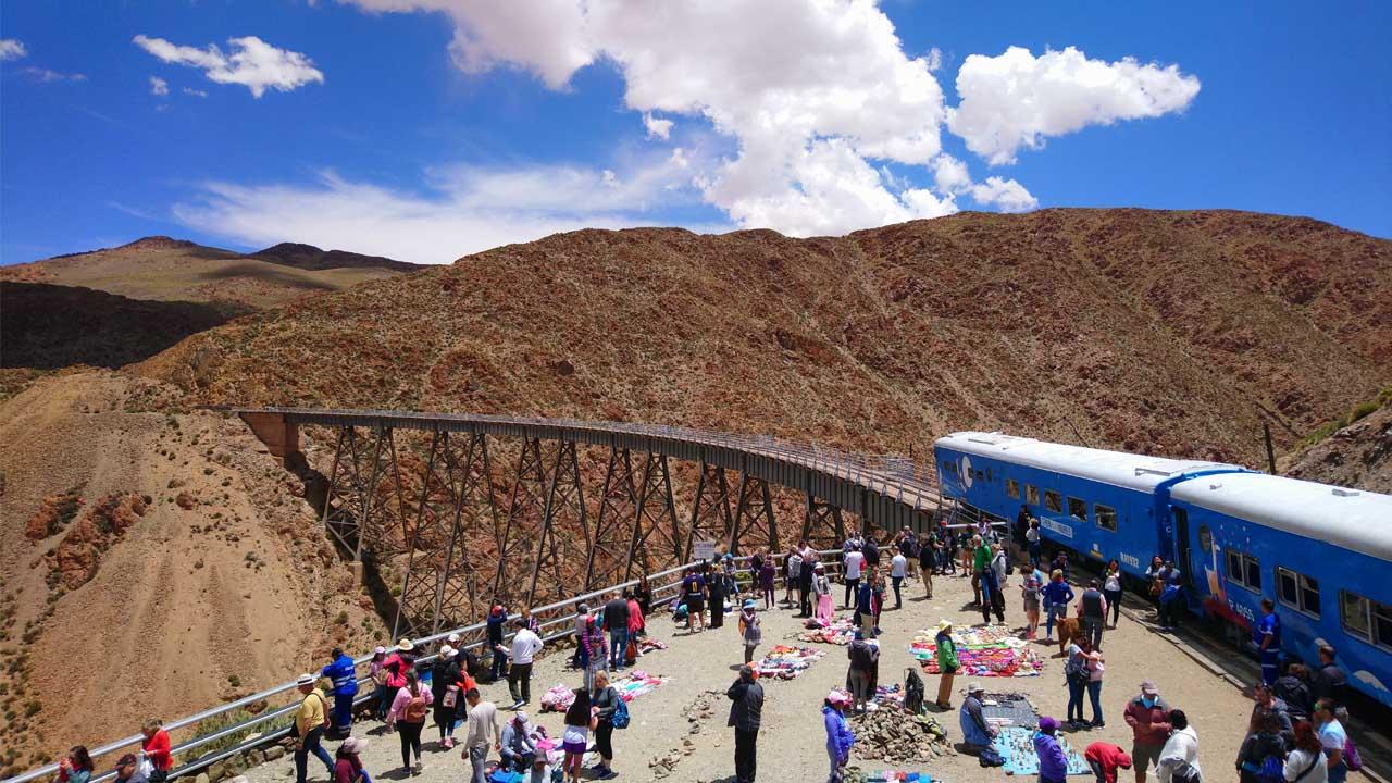 Der Wolkenzug - auf 4000 m Höhe an der argentinisch-chilenischen Grenze. Foto: G. Ruthenberg
